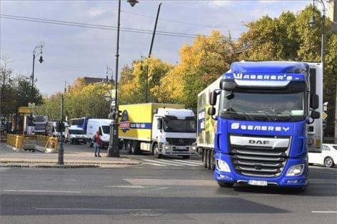 Több mint ötven tonna élelmiszert szállítottak át Budapesten az élelmezési világnapon