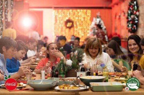 Adventkor minden Coca-Cola kupak egy tál ételt érhet