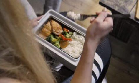Önmelegítő ételesdoboz – A nap videója