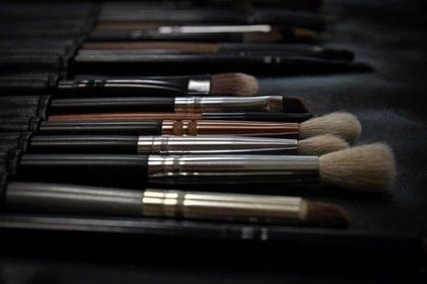 Cosmetics industry: More money spent on advertising