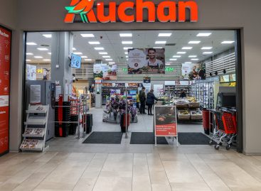 55 millió műanyag tálcától szabadul meg az Auchan