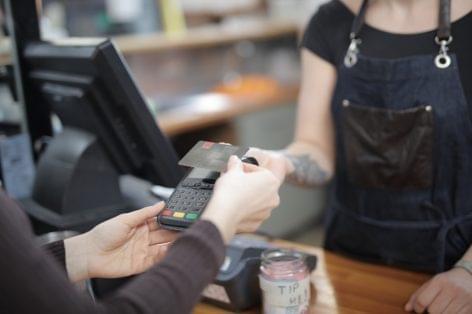 Két számjegyű növekedés az élelmiszerprofilú üzletekben márciusban