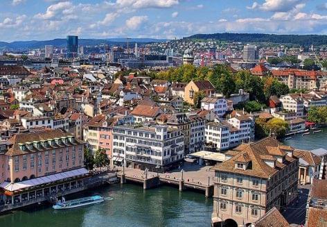 Adatfelvétellel küzdenek a járvány ellen a svájci éttermek