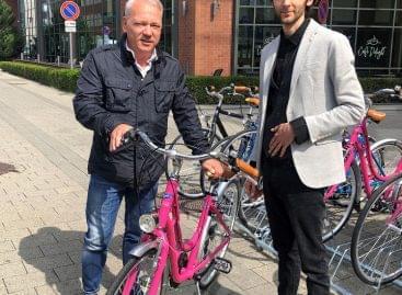 Bicikliflottával könnyíti az irodai dolgozók visszatérését a Szentkirályi Magyarország elnöke