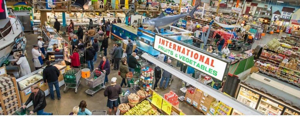 A Jungle Jim's áruház nyüzsgő piactere