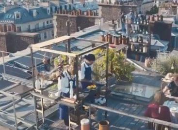 Pop-up étterem a párizsi háztetők fölött – A nap videója