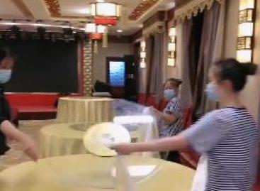 (HU) Mit tanultak a kínai pincérek a járvány idején – A nap videója