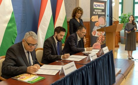 Stratégiai együttműködési megállapodást kötött a kormánnyal a Kométa