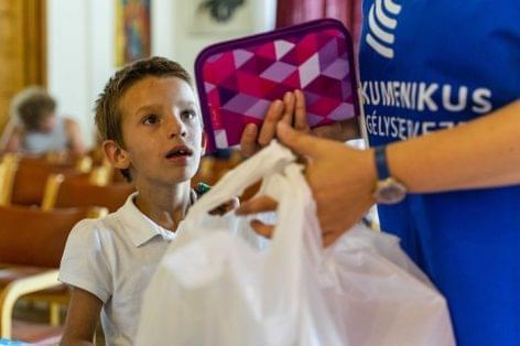 Kétezer iskolatáska megtöltésében segít a Tesco