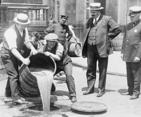 103 éve hagyták jóvá az USA-ban a szesztilalom bevezetését – a nap videója