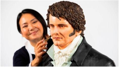Életnagyságú Darcy-süteményszobor készült a Büszkeség és balítélet-sorozat évfordulójára