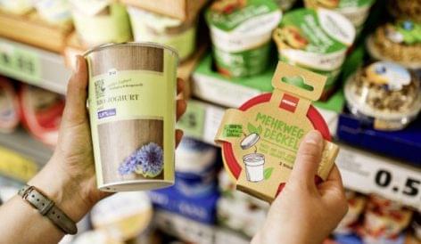 Eltávolítja műanyag fedőit a Penny az 500 grammos joghurtos poharakról