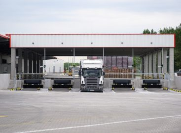 Docking gates help with truck transport at Coca-Cola HBC Hungary
