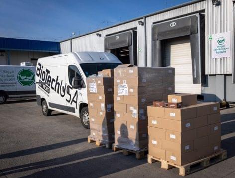 A BioTechUSA 9 millió forint értékben adományoz fehérjeszeletet 4500 rászorulónak a Magyar Élelmiszerbank segítségével