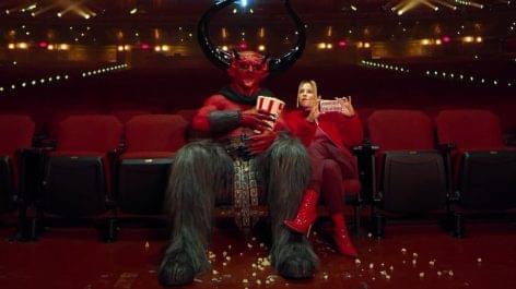 … és akkor a Sátán becsajozott. A lány neve pedig… 2020…VIDEÓ!