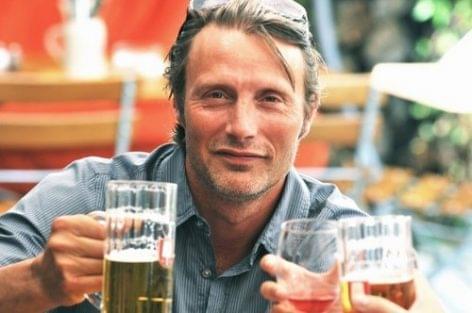 Alkoholmentes sör a Carlsbergtől (az isteni Mads Mikkelsennel)