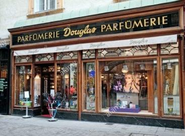 Bezárja több száz üzletét a Douglas parfümérialánc