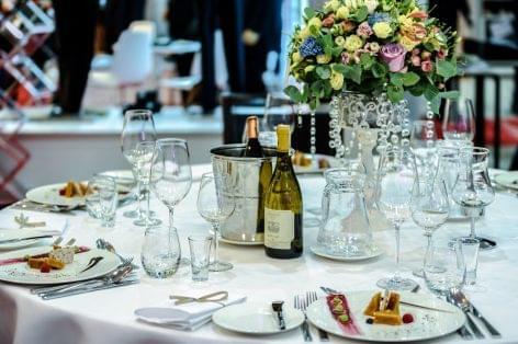 A NAK kezdeményezi, hogy a vendéglátóipari beszállítók is felvehessék a kamatmentes újraindítási kölcsönt