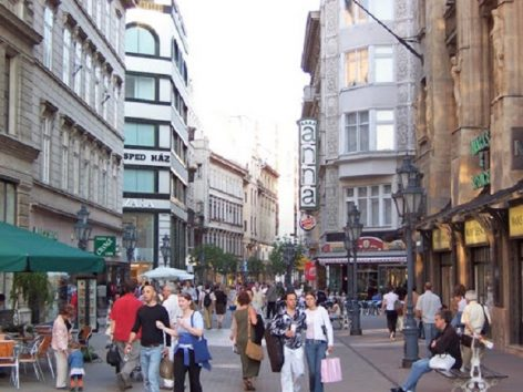 Shopping streets will focus on domestic customers