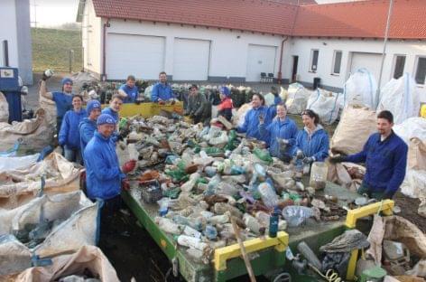 Összehangolt munkával több mint 7 tonna Tiszából kigyűjtött hulladék hasznosul újra