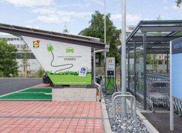 Túl van 200 ezredik elektromos autótöltésén a Lidl Svájc