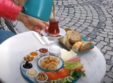 Gazdag reggelik a nagyvilágban – A nap videója