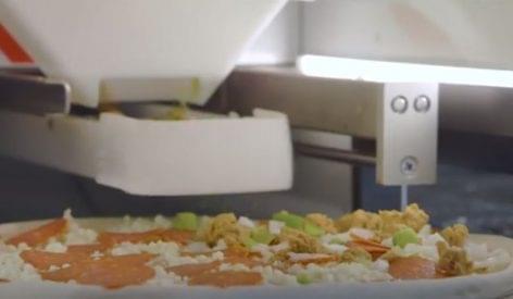 Konyhagép nagy mennyiségű pizza készítéséhez – A nap videója