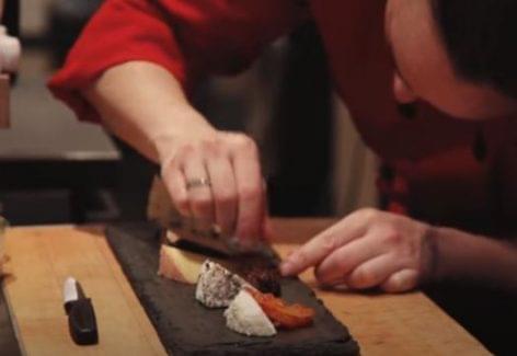 Milyen is egy sajtbár – A nap videója