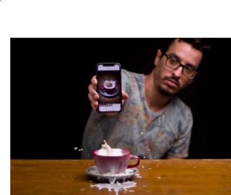 Mese a kávéba ejtett kekszről és egyebekről – A nap videója