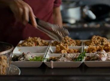 Szereti az utazós-street foodos dokumentumfilmeket? Ezt látnia kell! – A nap videója
