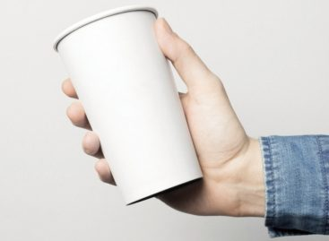 Műanyag pohár megy, papírpohár jön!